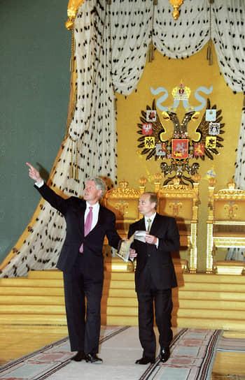 3 июня 2000 года Билл Клинтон встретился в Москве с новым российским президентом Владимиром Путиным. Переговоры состояли из шести встреч в разном формате — от неформального ужина и бесед один на один до переговоров в составе делегаций. По их итогам было подписано несколько документов, в том числе «Заявление о принципах стратегической стабильности». На итоговой пресс-конференции Путин назвал Клинтона «очень удобным и приятным партнером по переговорам». Клинтон отозвался о Путине как о «человеке, который способен создать сильную Россию»