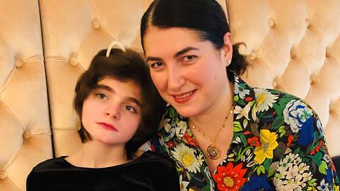 «Я просто хочу что-то сделать для таких детей, как моя дочь»  / Как живут семьи, воспитывающие детей с редкой генетической мутацией