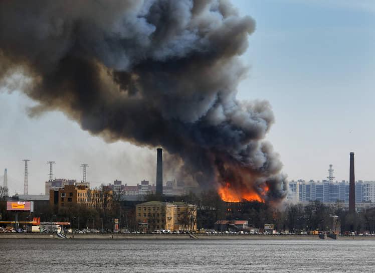 Санкт-Петербург. Пожар в здании «Невской мануфактуры»
