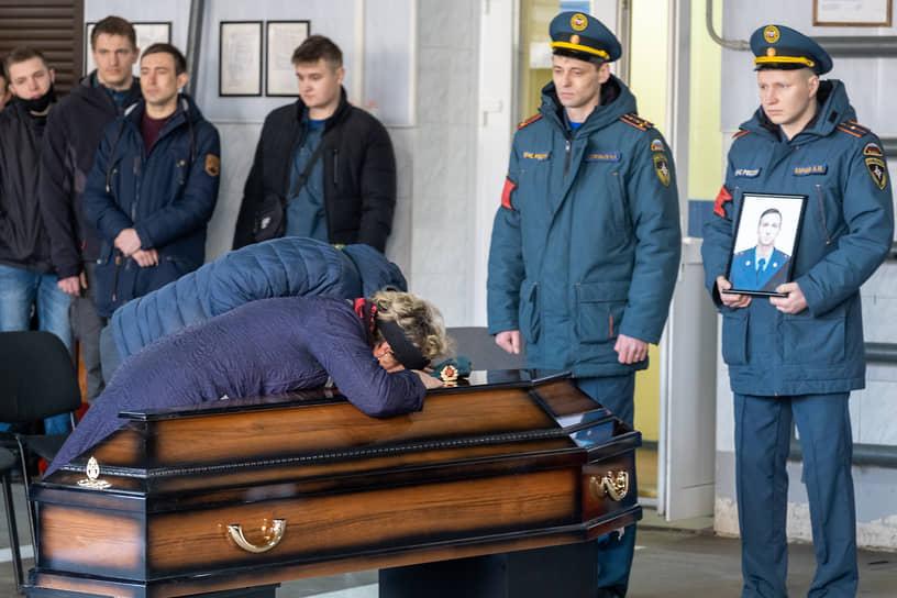 Санкт-Петербург. Церемония прощания с пожарным Ильей Белецким, погибшим при тушении «Невской мануфактуры»