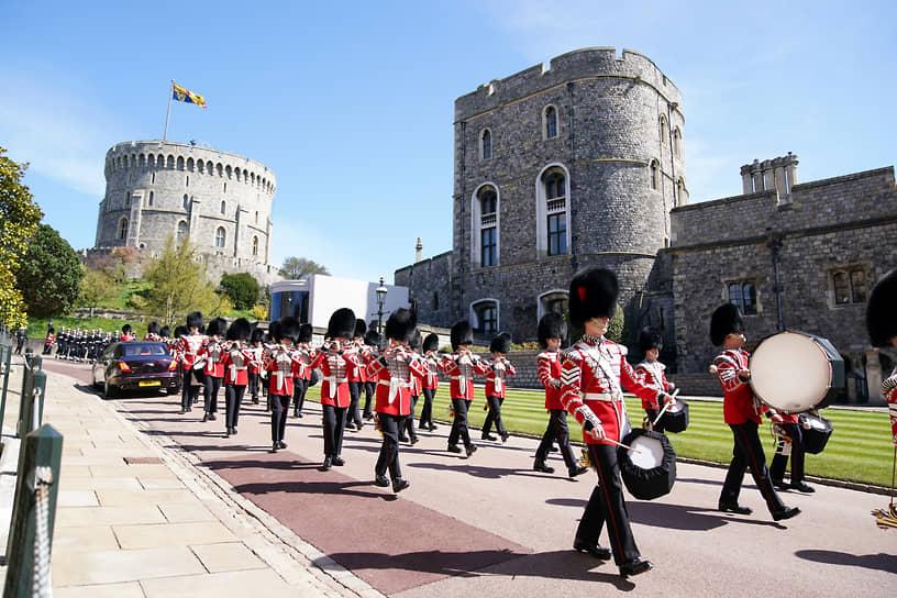 Ключевым элементом церемонии стала связь принца Филиппа с Королевским флотом и его любовь к морю. В мероприятии приняли участие более 730 военнослужащих
