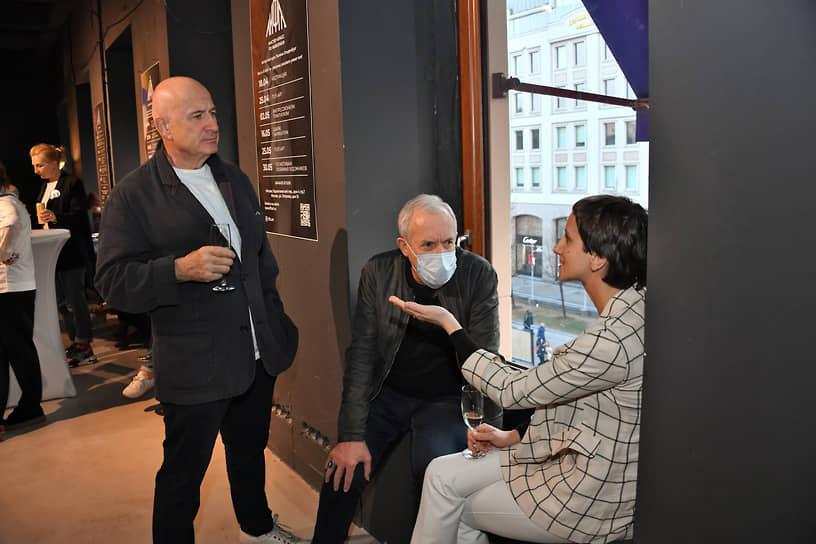 Совладелец и старший партнер Garber Hannam Partners Марк Гарбер (слева), лидер группы «Машина времени» Андрей Макаревич (в центре) и его супруга Эйнат Кляйн во время «Пионерских чтений»