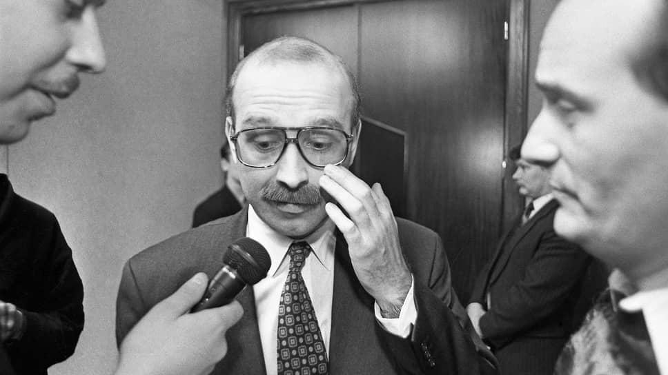 1998 год. Дефолт. У журналистов много вопросов к министру финансов Михаилу Задорнову