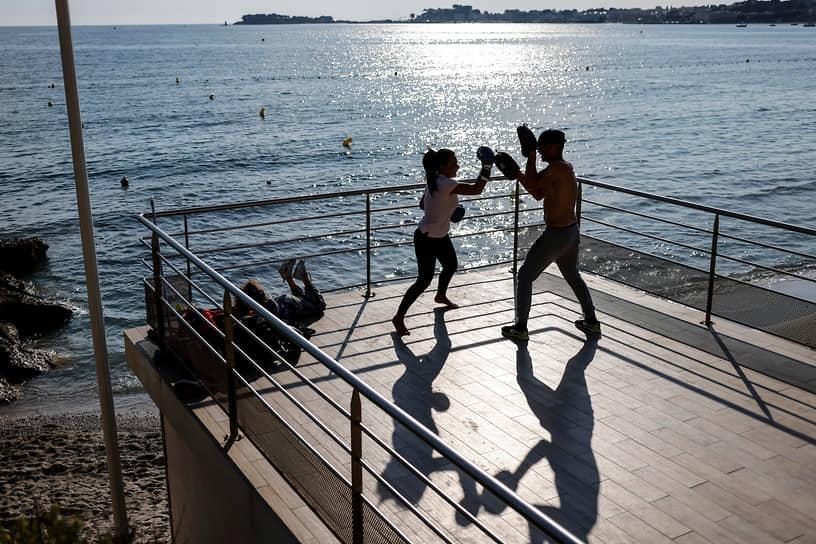 Бандоль, Франция. Тренировка по боксу на свежем воздухе