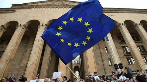Европа определила путь Грузии в будущее  / ЕС усадил власти и часть оппозиции республики за стол переговоров