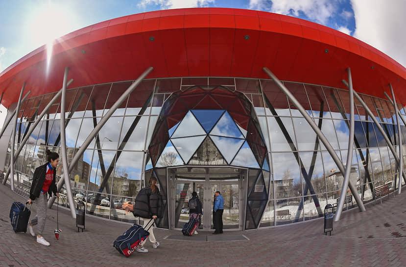 Сибирский региональный центр фехтования, который носит имя четырехкратного олимпийского чемпиона и десятикратного чемпиона мира Станислава Позднякова, открылся 1 сентября 2019 года и является крупнейшим фехтовальным комплексом в России