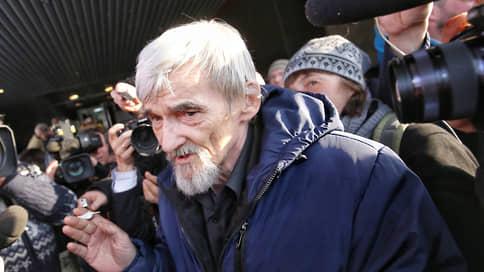 «Мемориал» пожаловался на «двойную защиту» Юрия Дмитриева  / Правозащитники считают, что адвокат по назначению оказался слишком удобен суду