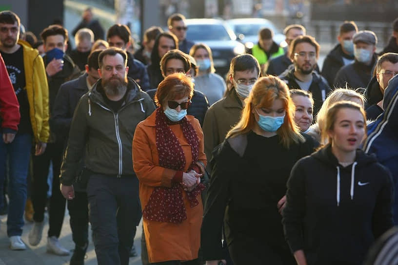 В Екатеринбурге на несанкционированную акцию вышли около пяти тысяч человек