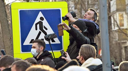 Муниципальных депутатов не пускают на улицу  / Суд отклонил очередной иск по поводу запрета публичных мероприятий в Москве