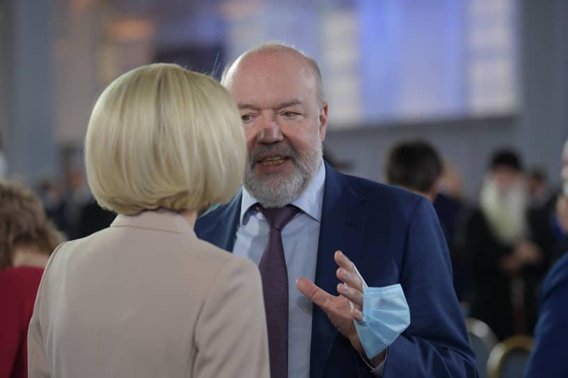 Председатель комитета Госдумы по государственному строительству и законодательству Павел Крашенинников перед началом послания