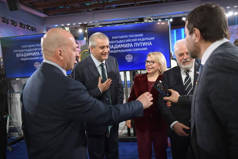 Глава Республики Крым Сергей Аксенов (второй слева)