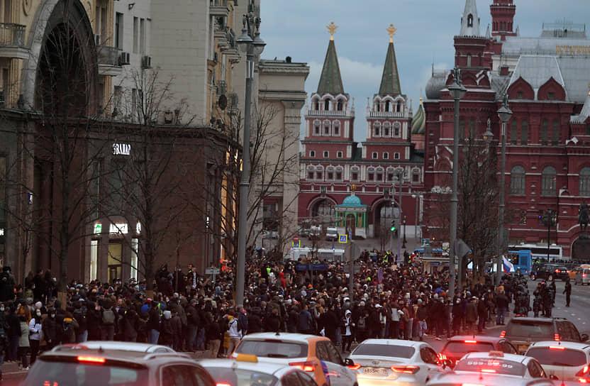На акцию в Москве пришли в том числе режиссер Александр Молочников, рэперы Face, Влади и Noize MC, оппозиционер Владимир Кара-Мурза, а также брат Алексея Навального Олег