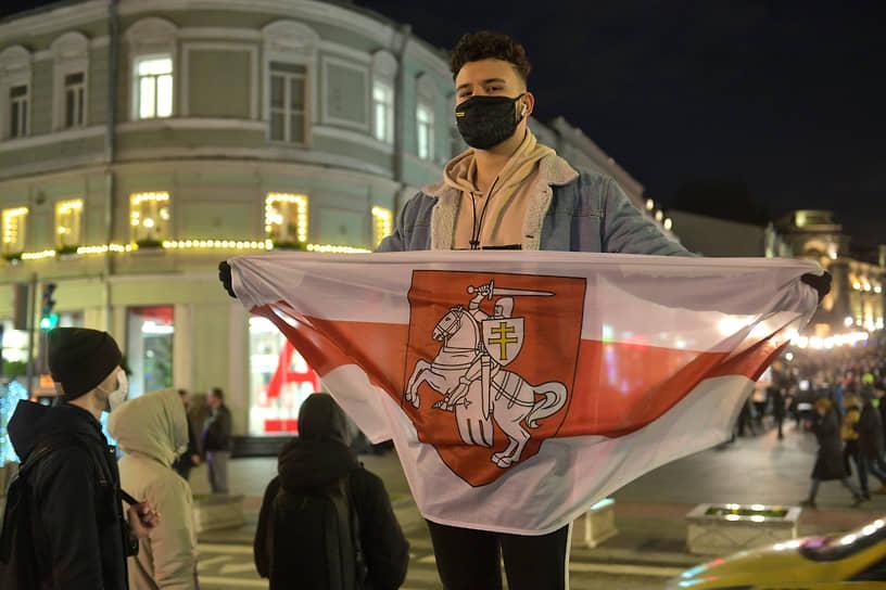 Участники во время акции в поддержку Алексея Навального