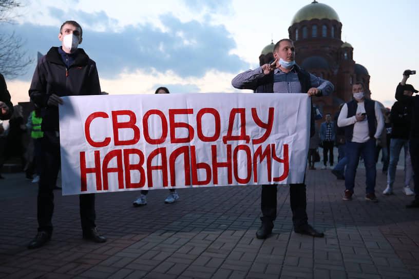 На площади Павших Борцов в Волгограде находилось около 300 протестующих
