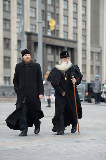Митрополит Московский и всея Руси Русской православной старообрядческой церкви Корнилий (справа)
