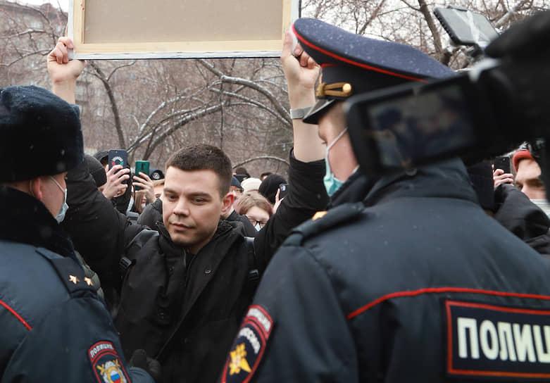 Участники акции в поддержку Алексея Навального в Новосибирске