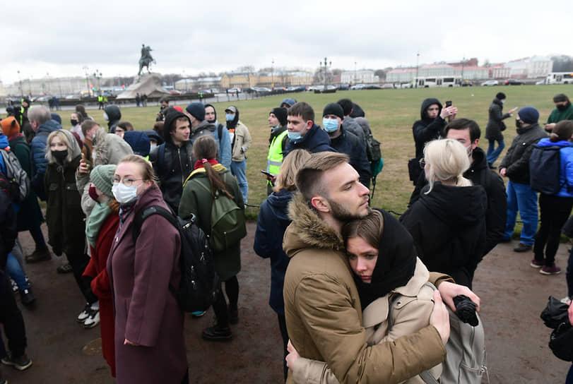 Участники акции в районе Сенатской площади в Санкт-Петербурге