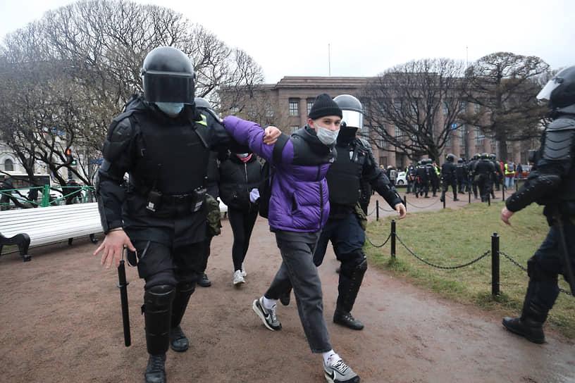 В Санкт-Петербурге во время акции было задержано свыше 800 человек