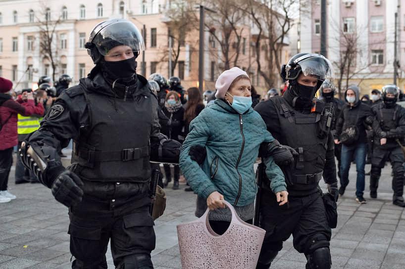 Задержание участницы акции в поддержку Алексея Навального в Воронеже
