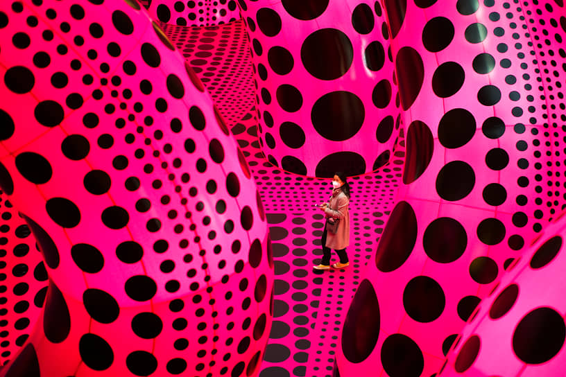 Берлин, Германия. На выставке японской художницы Яёи Кусамы