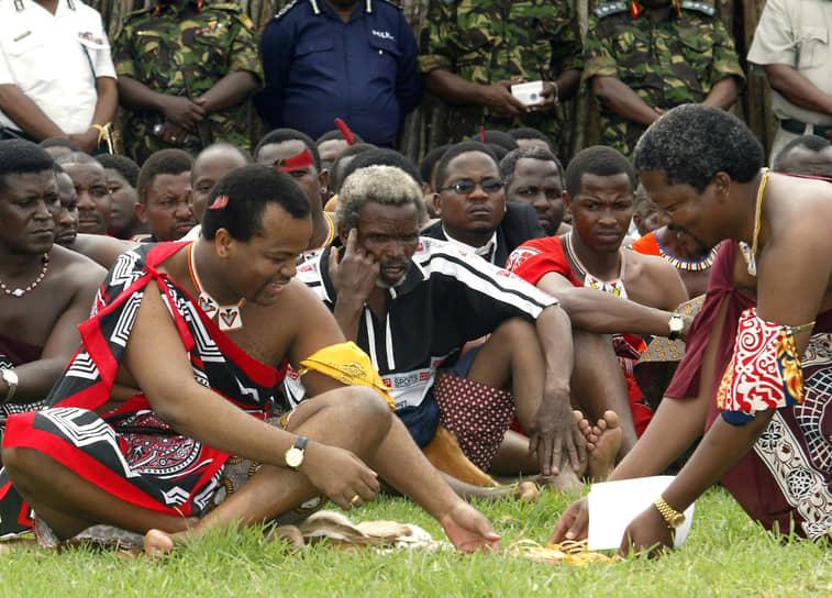 Мсвати III подвергается критике за роскошный образ жизни, на обеспечение которого уходит значительная часть государственных ресурсов. При этом, по данным Всемирного банка на 2015 год, около 40% населения Свазиленда жили менее чем на $1,9 в день