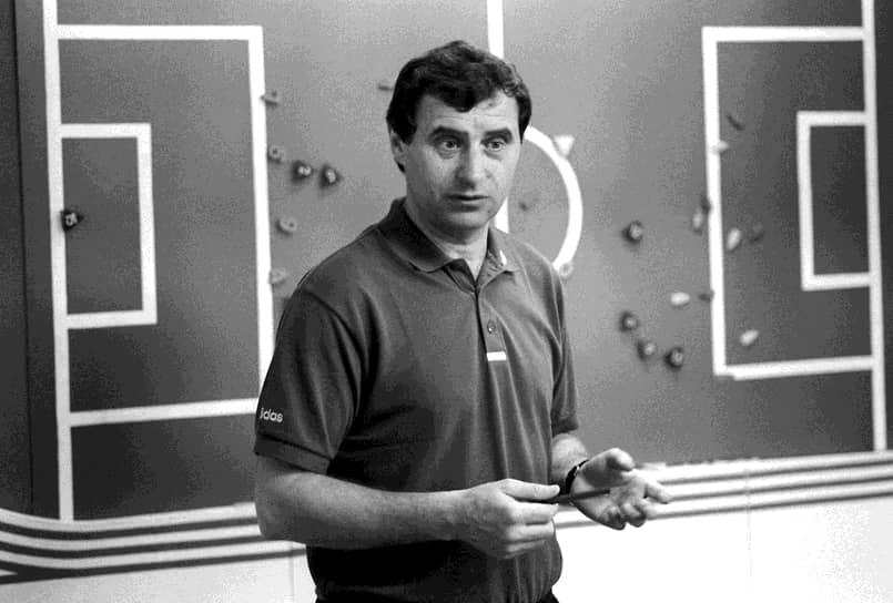 В июле 1998 года Анатолий Бышовец стал главным тренером сборной России, но в декабре того же года покинул пост после шести поражений команды