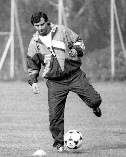 В 1990-1992 годах Анатолий Бышовец был главным тренером сборной СССР/СНГ. С 1994 по 1995 год руководил сборной Южной Кореи