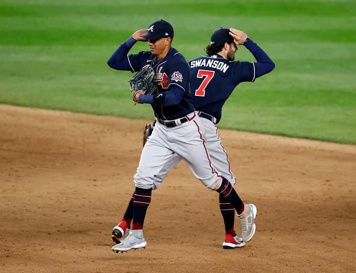 Нью-Йорк, США. Бейсболисты празднуют победу