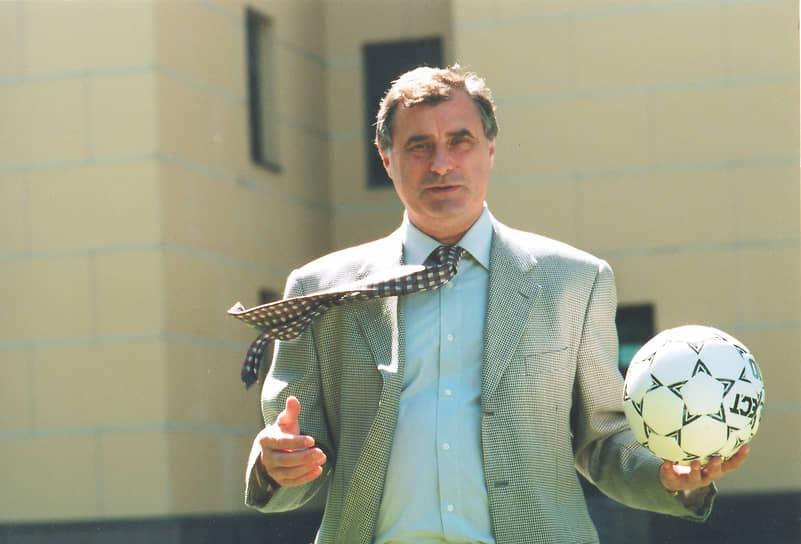 Клубную тренерскую карьеру Бышовец начал в 1987 году, возглавив московское «Динамо». В 1992-1993 годах работал с кипрским клубом АЕЛ, с 1997 по 1998 год возглавлял санкт-петербургский «Зенит». В 1999 году донецкий «Шахтер» под его руководством стал серебряным призером чемпионата Украины. В 2003 году Бышовец тренировал португальский клуб «Маритиму»