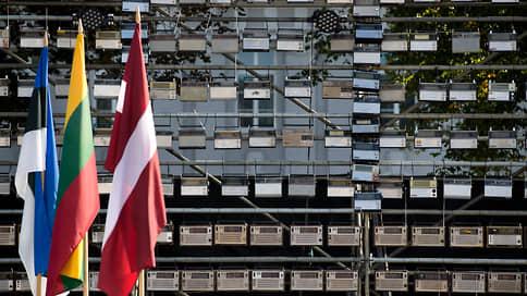 Российских дипломатов отправляют по домам  / Страны Балтии пошли по стопам Чехии и теперь ждут ответа Москвы