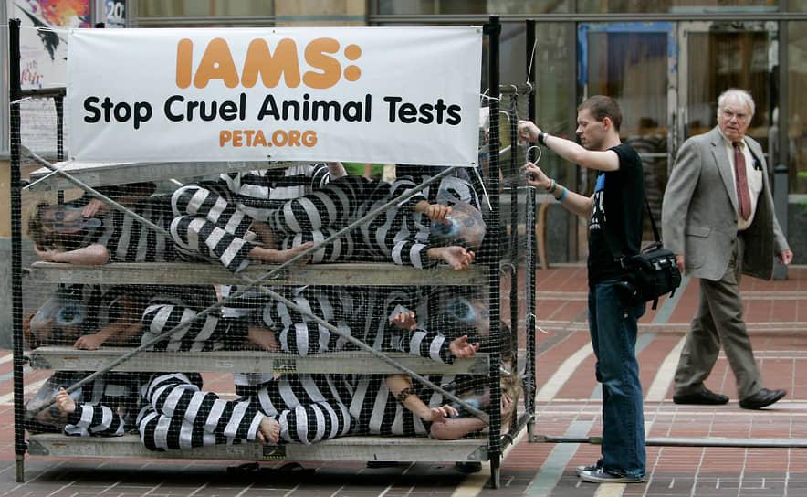 Согласно этим принципам там, где возможно, надо вместо животных использовать другие экспериментальные инструменты (replacement). Там, где животные все же нужны, нужно снизить их участие в опытах (reduction). Если этого не удалось, нужно уменьшить страдания животных во время экспериментов (refinement), например, с помощью анестезии
