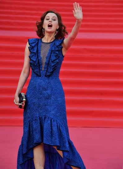 Актриса Маруся Климова на красной дорожке