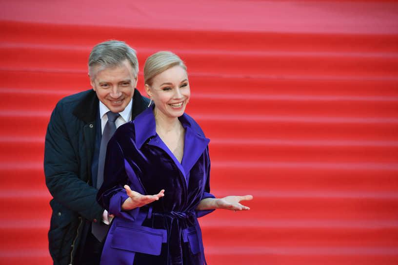 Руководитель департамента культуры мэрии Москвы Александр Кибовский и актриса Марина Зудина