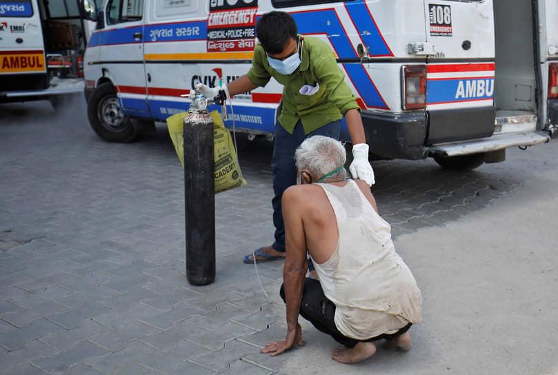Директор Национального центра по контролю заболеваний Суджит Сингх заявил, что за рост заболеваний в Индии ответственны британский, южноафриканский, бразильский штаммы коронавируса