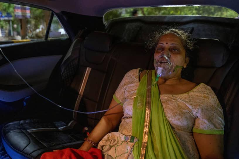 21 апреля высший суд в Дели публично раскритиковал власти за неспособность разрешить кризис с поставками кислорода в больницы города