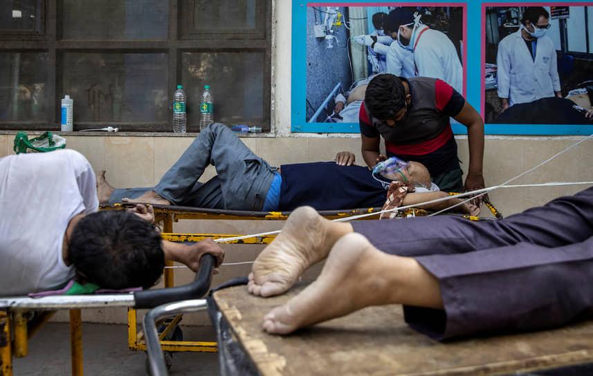 По информации индийской газеты The Economic Times, ссылающейся на свои источники, Россия также выразила готовность помочь Индии с кислородом и лекарствами
