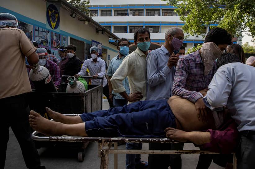 Общее число зараженных коронавирусом в Индии по данным на 26 апреля составляет более 17 млн человек. По этому показателю страна занимает второе место после США