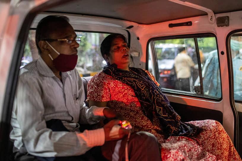 Согласно статистике Минздрава Индии, почти 60% прививок сделаны жителям штатов Махараштра, Раджастан, Уттар-Прадеш, Гуджарат, Западная Бенгалия, Карнатака, Мадхья-Прадеш и Керала