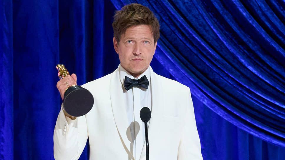 Режиссер Томас Винтерберг с «Оскаром» за «Лучший иностранный фильм» — «Еще по одной»
