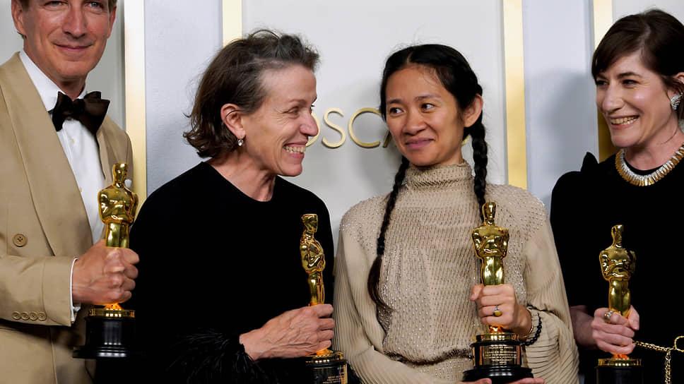 Команда фильма «Земля кочевников» получила «Оскар» за лучший фильм