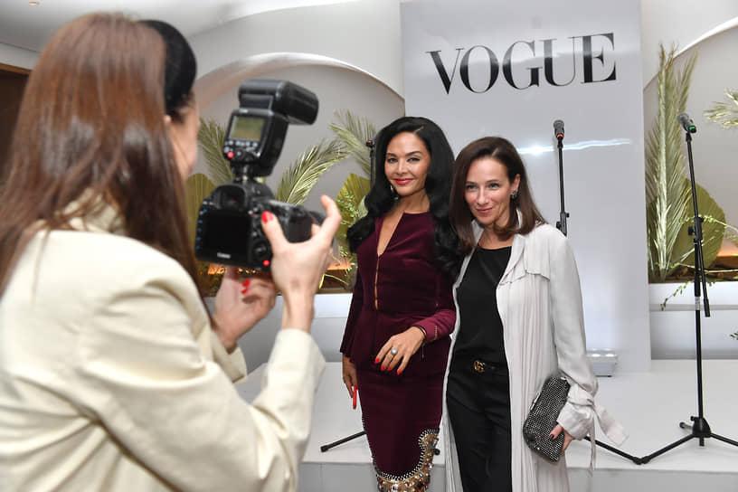 Певица Миранда Мирианашвили (в центре) во время коктейля журнала Vogue