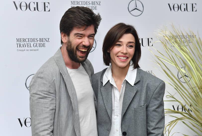 Телеведущие Антон Лаврентьев и Алина Островская во время коктейля журнала Vogue