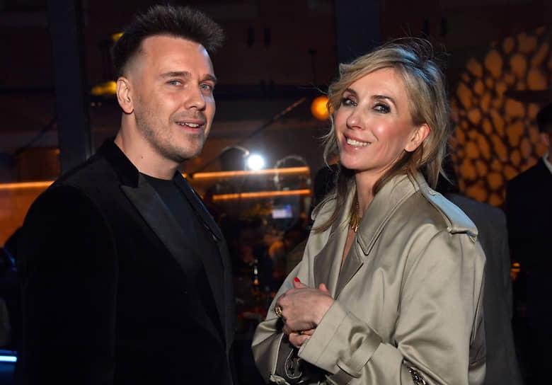 Владелица компании PR-International Светалана Бондарчук и журналист Михаил Зыгарь во время коктейля журнала Vogue