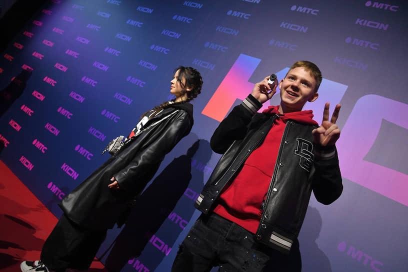 YouTube-блогер Саша Новиков (справа) на презентации онлайн-кинотеатра Kion