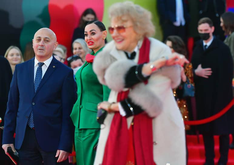 Психотерапевт Инесса Швацкая (в центре), режиссер Светлана Дружинина (справа) на церемонии открытия ММКФ