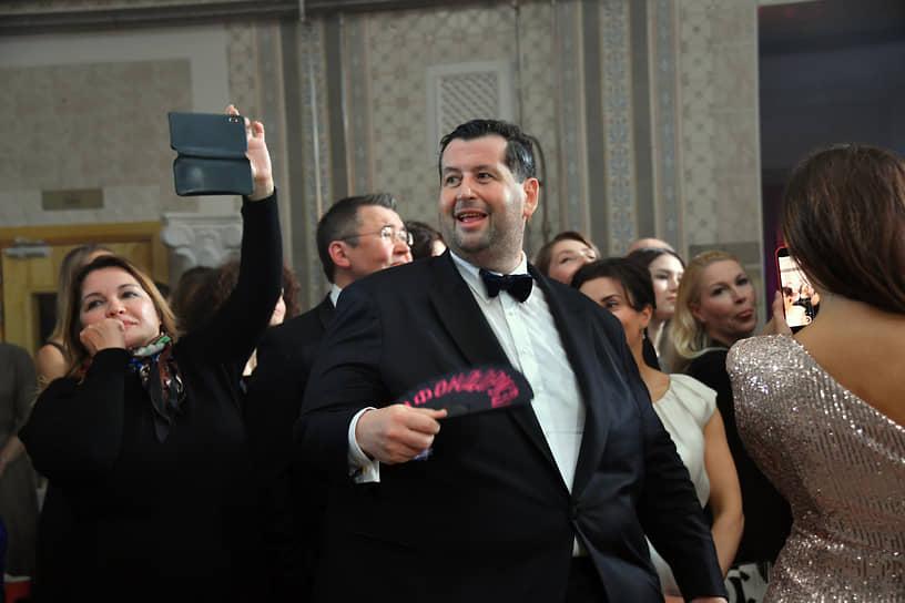 Предприниматель, сооснователь благотворительного фонда «Друзья» Ян Яновский (в центре) во время празднования дня рождения фонда в бане «Сандуны»