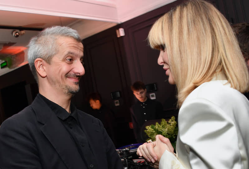 Художественный руководитель Театра на Малой Бронной Константин Богомолов на поэтическом вечере основательницы бренда l'Enigme Елены Лесс (справа)