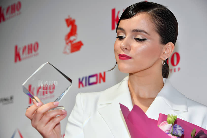 Актриса Мила Сивацкая во время церемонии вручения премии «Аванс» журнала «Кинорепортер»