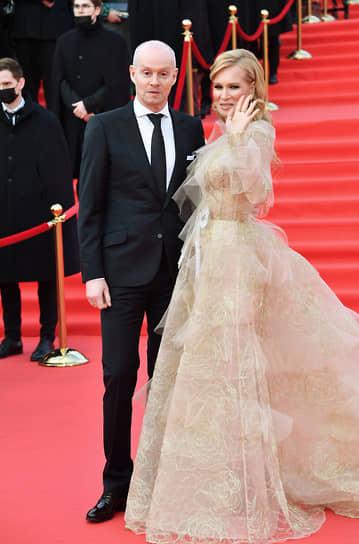 Актриса Олеся Судзиловская с мужем бизнесменом Сергеем Дзебанем