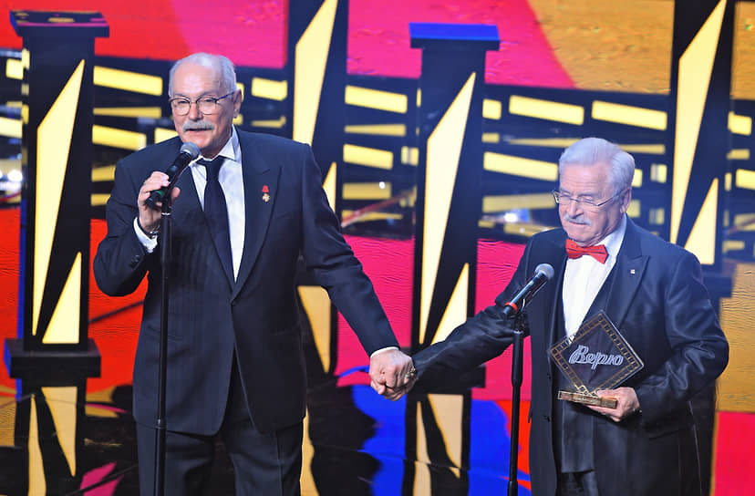 Актер Сергей Никоненко (справа) был удостоен почетной награды кинофестиваля